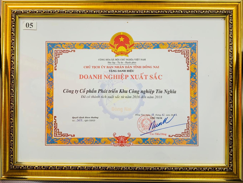 Công ty CPPT KCN Tín Nghĩa vinh dự đón nhận Doanh nghiệp xuất sắc